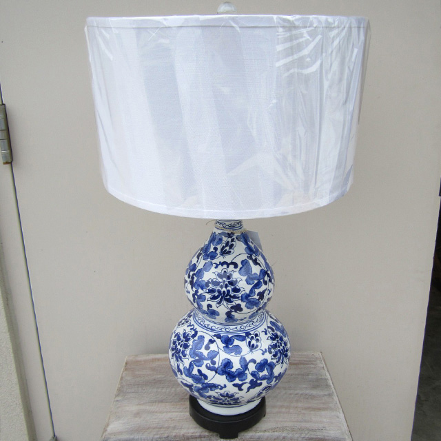 blue and white table lamp nadeau raleigh. Black Bedroom Furniture Sets. Home Design Ideas