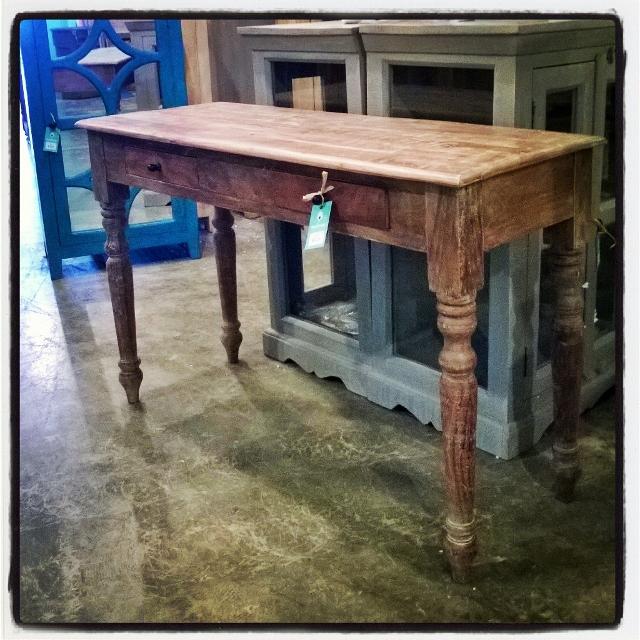 Turned leg console table nadeau louisville turned leg console table watchthetrailerfo